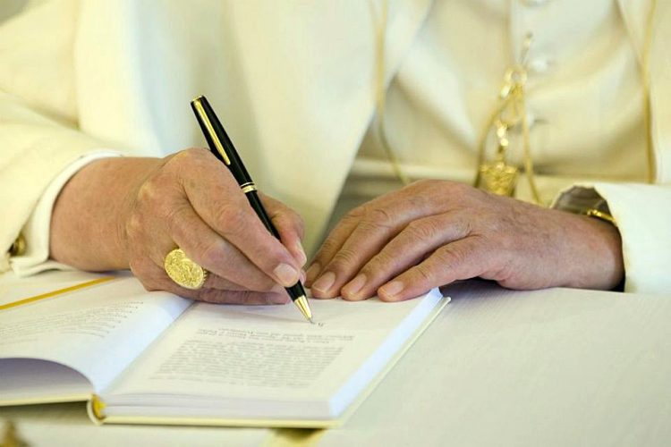 Pope Francis writing 2